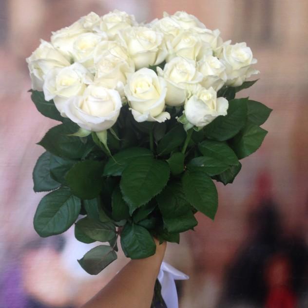 Букет №22 Букет из белых импортных роз , высотой 70см